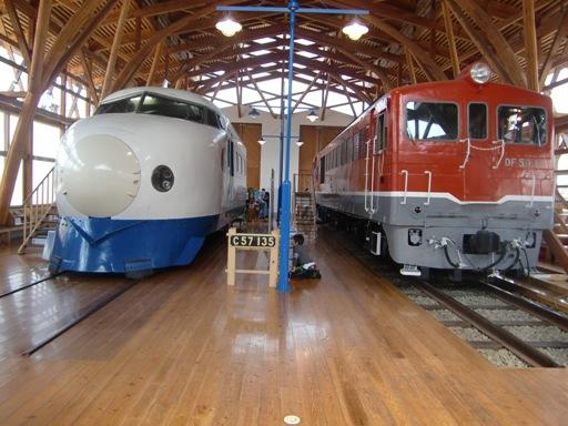 0系新幹線とDF50型機関車.JPG