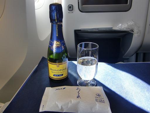 おつまみとシャンパン.JPG