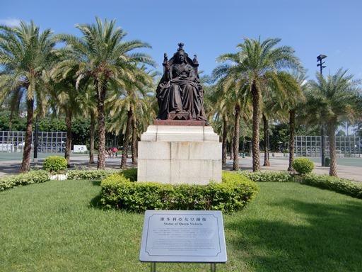 ビクトリア女王像.JPG