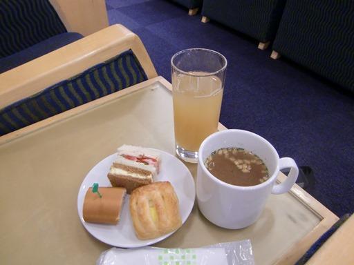 ラウンジでの朝食.JPG